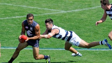 Jimmy Bartel tries to chase down Carlton's Chris Yarran.