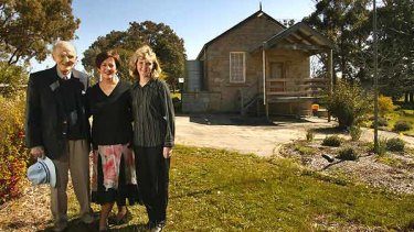 Return to Faraday: Lindsay Thompson with teacher Mary Gibbs and former student Christine Ellery outside the former Faraday Primary School in 2004.