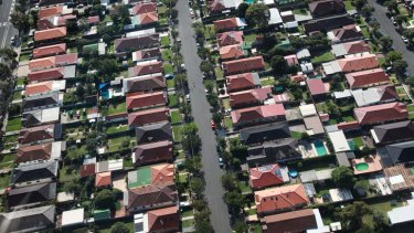 A review panel has recommended Sydney be divided into 15 super councils covering populations of up to 800,000 people.
