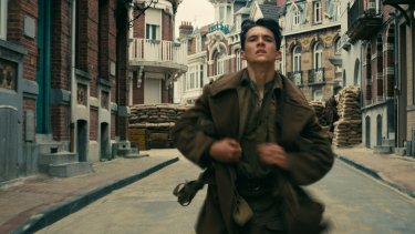 Fionn Whitehead as Tommy in <i>Dunkirk</i>.