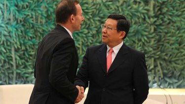 Tony Abbott meets  the Chinese commerce minster, Chen Deming.
