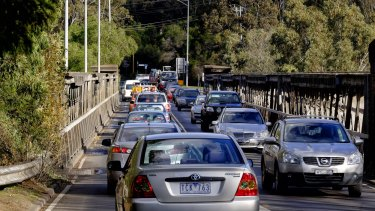Traffic build-up on the Fairfield Railway Bridge on the Chandler Highway, Kew.