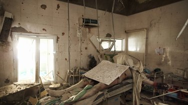 Andrew Quilty won a Gold Walkley for this image, taken at a hospital in Kunduz in 2015 following US air strikes.