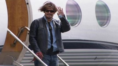 Johnny Depp arrives at Brisbane Airport on his way to the Gold Coast to resume shooting <i>Pirates of the Caribbean: Dead Men Tell No Tales</I>.