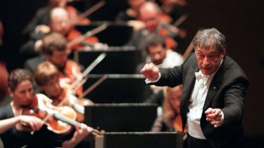 Zubin Mehta conducting the New York Philharmonic Orchestra in 2000.