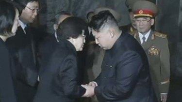 Condolences … Lee Hee-ho meets Kim Jong-un.