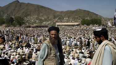 Pakistani Taliban on alert during a rally of their Sufi Muhammad in Mingora.