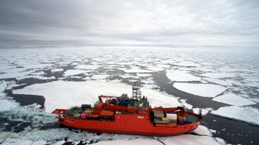 The auditor general has criticised the procurement process for a new vessel to replace Aurora Australis.
