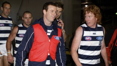 Geelong's Steve Johnson walks into the rooms with teammates after hurting his knee against West Coast in the second preliminary final at the MCG.