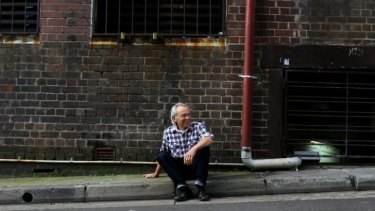 Artist Tom Carment, winner of the NSW Parliament Plein Air Painting Prize, is used to painting on the side of the street.