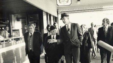 Donald Mackay missing ... the Woodward royal commission visits Griffith in 1980.