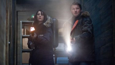 Mary Elizabeth Winstead and Joel Edgerton in The Thing
