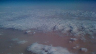 A photo of Wednesday's dust storms taken from a plane window by the comedian Arj Barker and posted on Twitter.