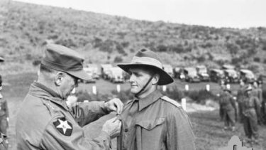 A Kapyong veteran receives the US Presidential Distinguished Unit Citation Device from General James Van Fleet.