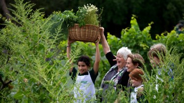 Stephanie Alexander and Alice Waters demonstrating the Stephanie Alexander Kitchen Garden Program in action in 2014.