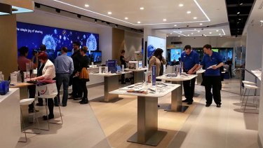 The layout is reminiscent of Apple's successful stores.