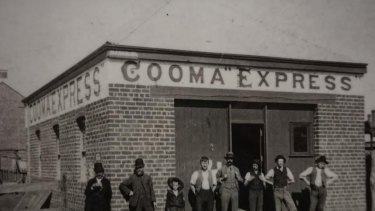 News-hungry staff outside Cooma Express office. Date unknown.
