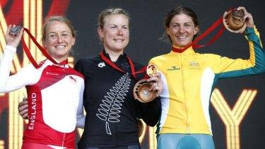 The medalists ... England's Emma Pooley, Kiwi Linda Villumsen and Australia's Katrin Garfoot.
