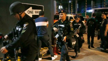 SWAT members of the Philippine National Police arrive at the Resorts World Manila complex early Friday.