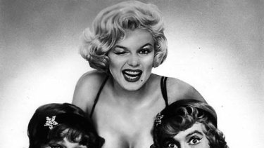 Tony Curtis (L) in one of his most famous films, Some Like It Hot.