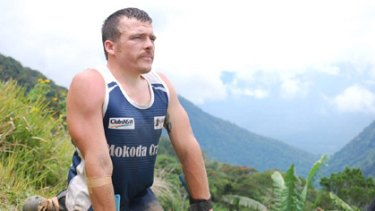 Kurt Fearnley during his Kokoda Crawl.