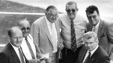 Race apart ... Bill Casey, Keith Robbins, Bert Lillye, Jack Ward and Max Presnell with trainer Bart Cummings.