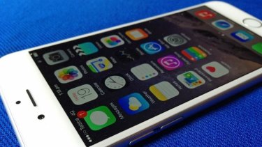 Apple's iPhone 6 sports a larger 4.7-inch display to put more screen real estate at your fingertips.
