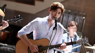 Li Yifeng plays Xu Nuo in the lightweight Chinese coming-of-age film <i>Forever Young</i>.