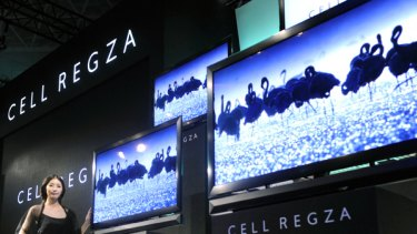 Toshiba unveils Cell Regza, which can simultaneously record up to 26 hours of high-definition TV programs for up to eight channels of broadcasting.