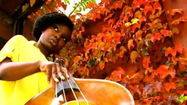 Mimi Jones' bass solos showed dynamic extremes.