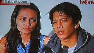 A television grab of Indonesian singer Nazril Ariel and his model girlfriend Luna Maya during an interview. Photo: AFP/Tv One