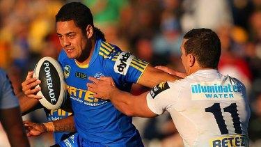 Distracted?: Parramatta's Jarryd Hayne and Gold Coast's Greg Bird.