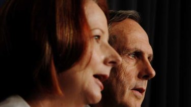 Julia Gillard and Bob Brown announce the new multi-party climate change committee.