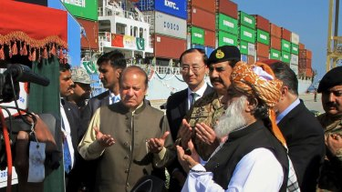 Pakistani Prime Minister Nawaz Sharif, centre left, prays near Chinese Ambassador to Pakistan Sun Weidong, centre after inaugurating a new international trade route during a ceremony at the Gwadar port.