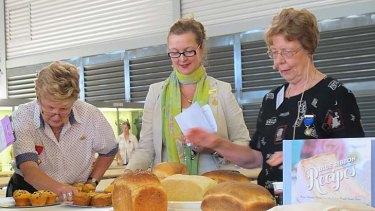 Jan Boon (far right) judges the bread.