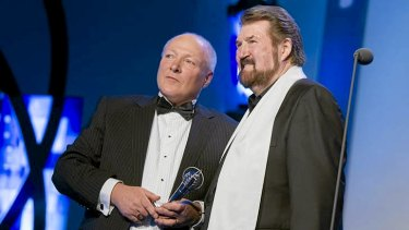 Graham Mott receives his Hall of Fame gong from Derryn Hinch.