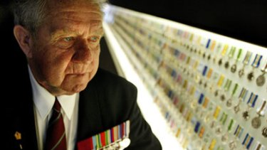 Ted Kenna, VC, at Melbourne's Shrine of Remembrance in 2003.