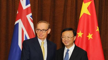 Australian Foreign Minister Bob Carr meets with Chinese Foreign Minister Yang Jiechi.