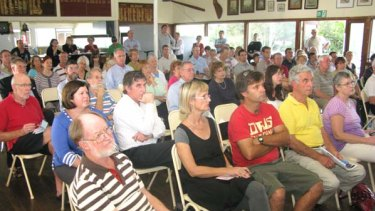 More than 100 Bulimba residents listened to the debate over a possible cross-river bridge to Teneriffe.
