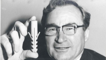 Artur Fischer: he solved the plaster wall problem