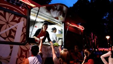 Melbourne boasts about its amazing food culture but it lacks any real structure for street food vendors. The losers in this situation end up being the public.