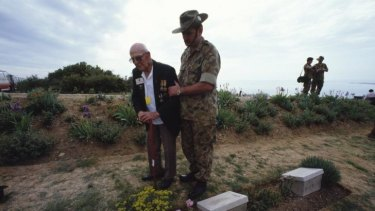 Ted Thompson with a young Australian soidier in Gallipoli.