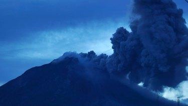 Mount Sinabung volcano spews thick volcanic ash, as seen from Tiga Kicat village, at Karo, North Sumatra, Indonesia, on August 6, 2017. Photo: Jefri Tarigan
