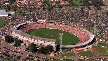 Farewell: The Hawks-Swans clash for Waverley's final game on August 29, 1999 attracted 72,130 people.