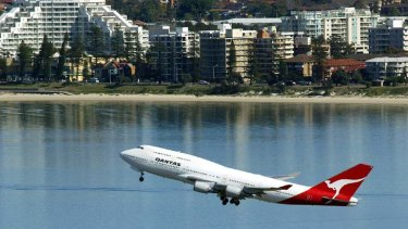 Unlikely to change ... federal Transport Minister has said he will not increase the 80 flights per hour cap at Sydney Airport.