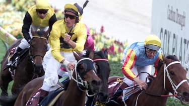 Northerly, left, narrowly defeats Sunline in the 2001 Cox Plate.
