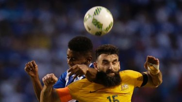 Jedinak fights for the ball with Anthony Lozano of Honduras in the first leg.