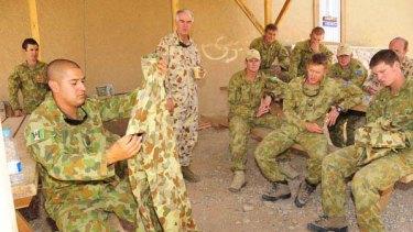 Lieutenant-General Ken Gillespie, centre, is shown a DPMU. <i>Picture: ADF</i>