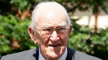 Malcolm Fraser laments the state of Australian politics and the systemic apathy of voters.