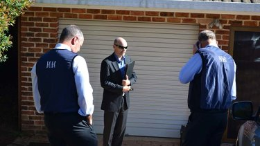 Follow-up: ICAC officials outside Richard Torbay's Armidale home.